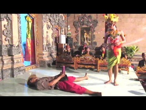 Joget BUMBUNG Bali SUPER LUCU - Balinese HOT Dance 🔥 TERBARU ● Full HD