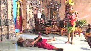Download lagu Joget BUMBUNG Bali SUPER LUCU - Balinese Dance 🔥 TERBARU ● Full HD