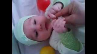 видео Четвертый месяц - развивающие игры для малыша