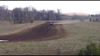 Переезд тракторов Т 150 с боронами