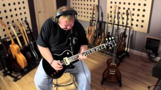 Bernie Marsden Jams on his PRS SE Signature in Black