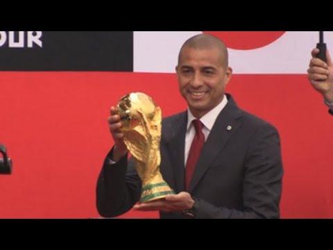 Copa Mundial de la FIFA aterriza en Colombia en la manos de David Trezeguet