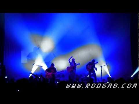 Robert Trujillo from Metallica jam with Rodrigo Y Gabriela Chicago