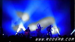 Robert Trujillo from Metallica jams with Rodrigo Y Gabriela in Chicago