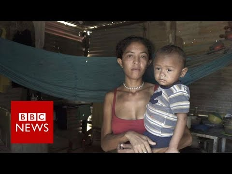 Begging for food in Venezuela - BBC News