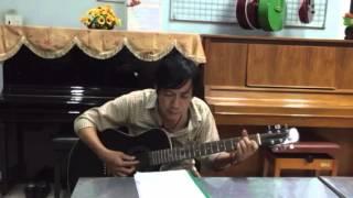 Lại Gần Hôn Anh ca khúc lãng mạn ,đệm hát trên cây đàn guitar mộc đúng nghĩa !
