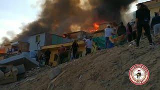 Antofagasta: Incendio en dos campamentos quema por completo 35 casas y deja 140 damnificados