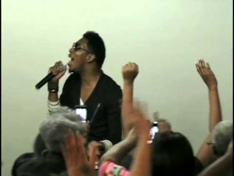 He's Able - Deitrick Haddon At Cmty Of Hope.mov