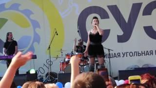 Наташа Королева   Желтые тюльпаны г  Шарыпово, День шахтера, 27 08 2016