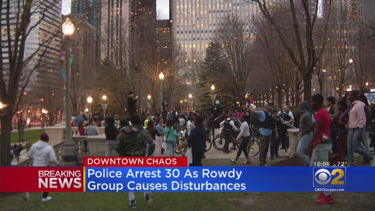 Hundreds Of Teens Run Through Downtown Chicago, Fighting And Disobeying Police