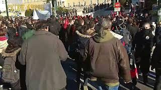 Митинг учителей перешел в сражение с полицией