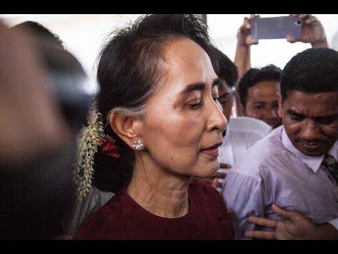Aung San Suu Kyi signs labour pact with Thai Prime Minister Prayuth Chan-ocha