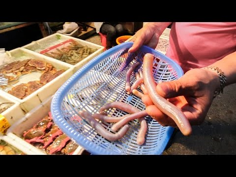 Chinese Street Food Tour in Guangzhou, China | Exotic Seafood, BBQ Pork, and Street Food in China