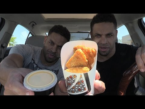Eating Taco Bell Naked Chicken Chips @hodgetwins