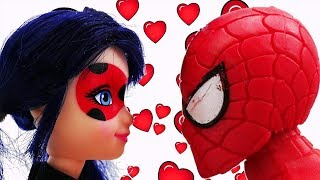 Lady Bug und Spiderman in New York. Spielspaß mit Puppen