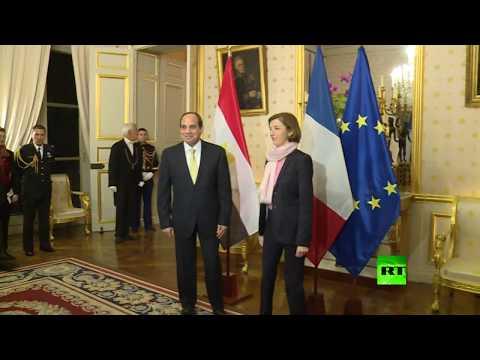 لحظة لقاء الرئيس المصري عبدالفتاح السيسي مع وزيرة الدفاع الفرنسية فلورانس بارلي  - نشر قبل 1 ساعة