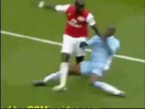 Mario Balotelli tackle Sagna red card 08 04 2012 Arsenal Manchester City.