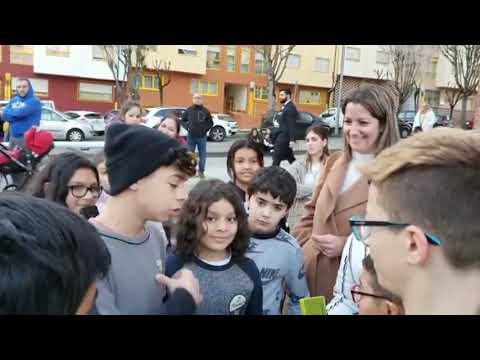 Varios niños dedican un rap a Lara Méndez en agradecimiento por la mejora de un parque