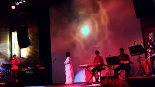 Ca sỹ Cẩm Vân hát Xin mặt trời ngủ yên