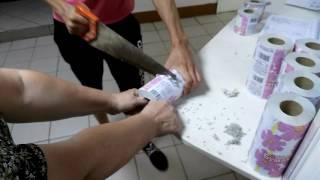 Как из бумажных солфеток сделать туалетную бумагу...