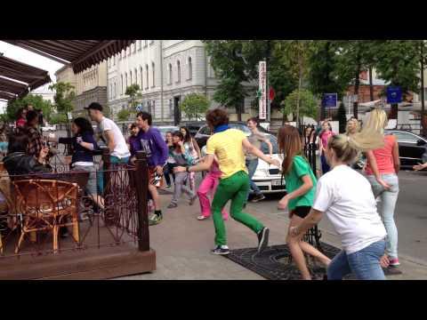 Видео, Наш Флешмоб - поздравлялка с днем рождения АРТ-СЮРПРИЗ