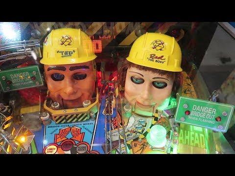 We Found The Weirdest Pinball Machine At Free Play Florida! | Pinball, Arcade Games & Consoles!