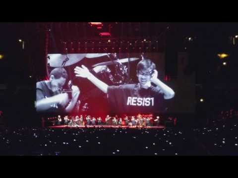 Roger Waters, Another Brick in the Wall, United Center, Chicago, 07/23/17