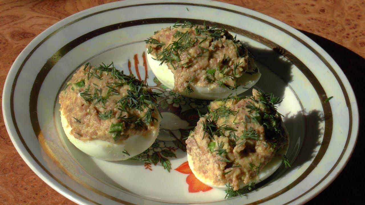 Яйца, фаршированные печенью трески /  Eggs stuffed with liver of cod
