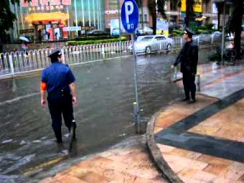 ... ist nach dem Regen! Shennan DaDao/HuaQiangLu, Shenzhen