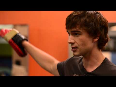 Boxing with Covert Affairs' Chris Gorham