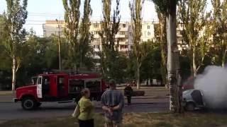 Запорожье 18/08/2016 Пожар автомобиля на Малиновского.