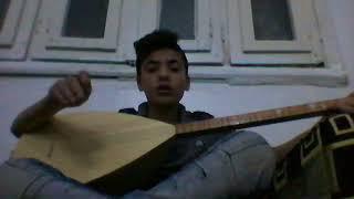 شاب كردي يغني ويعزف