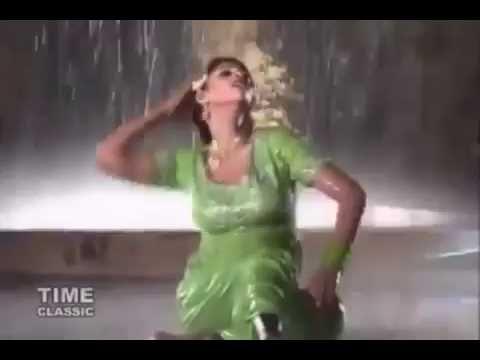 Download Pakistani private Mujra Dance In Rain Terri Bohat Yaad aye