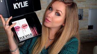 Kylie Cosmetics, обзор и тест! I Надо не надо?(Всем привет! В этом видео я Вам покажу новые помады от Kylie Cosmetics, а так же, мы посмотрим, как они поведут себя..., 2016-08-26T15:00:03.000Z)