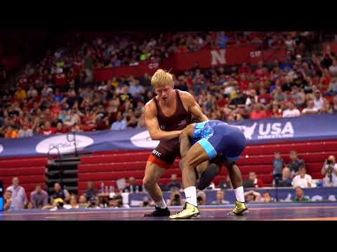 The Differences Between Freestyle and Folkstyle Wrestling