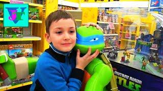 ★ VLOG Магазин игрушек: Черепашки Ниндзя  Влади обнимается с Гигантским Черепашкой  Ниндзя Леонардо