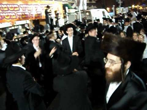 boro park dancing jews from crown heights succos parade outside on 13 AVE