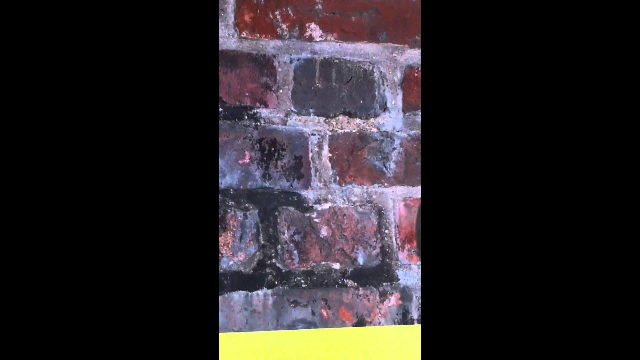 Gommage nettoyage de briques anciennes lfd facaderensning - Peindre un mur en rouge ...