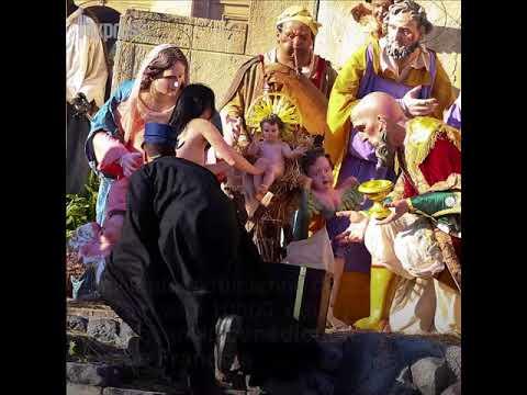 Vatican: une Femen dérobe le petit Jésus