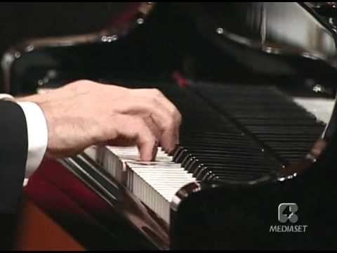 Mozart: Piano concerto n. No. 21 in C major, K.467 Pollini-M