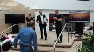 CLOUD & DATACENTER CONFERENCE Germany - Platinum Sponsoren Orange Networks überreicht den Gewinn