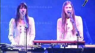 7 Aniversario: Au revoir Simone - Sad Song