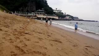 Пляж с цветным песком. Остров Чеджудо. Южная Корея