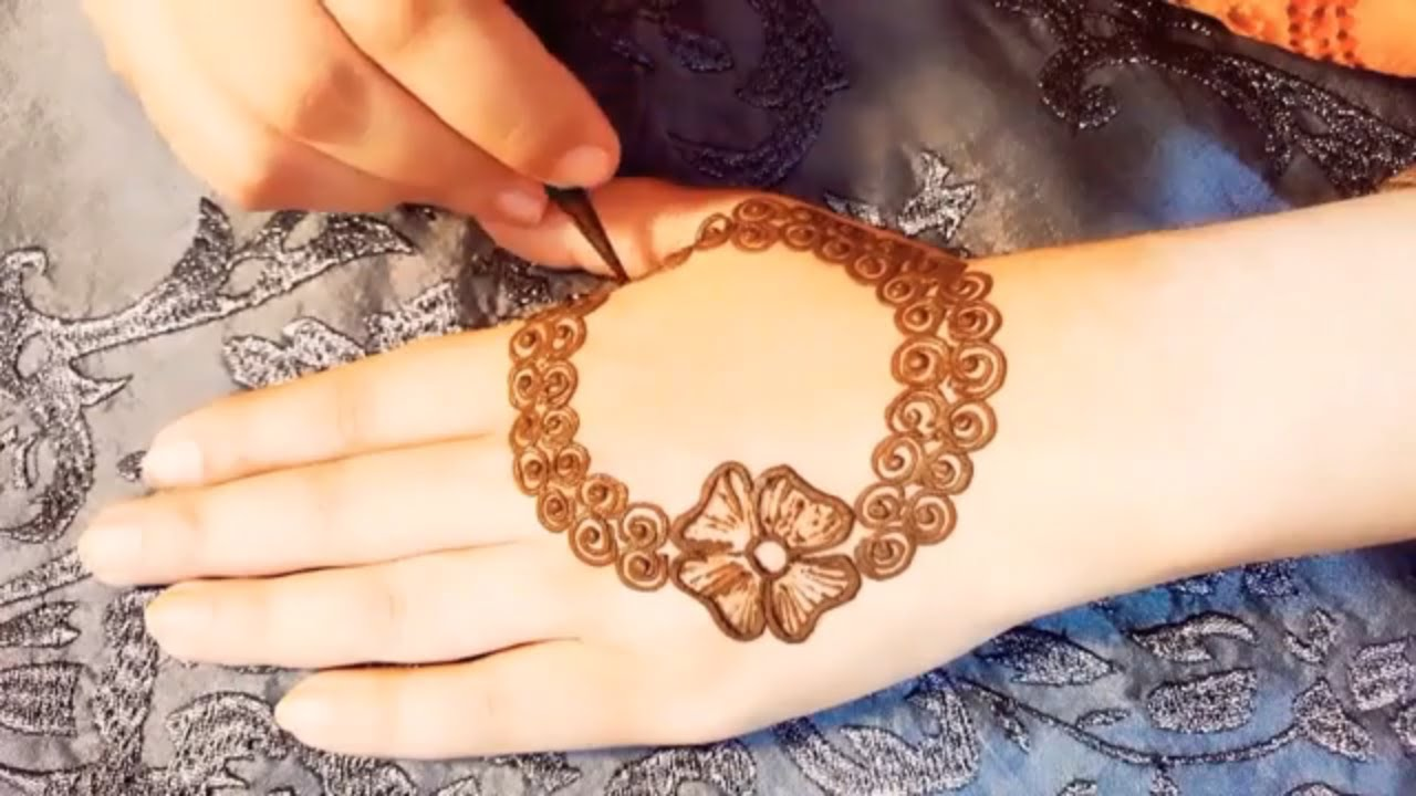 simple and beautiful mehndi design pic
