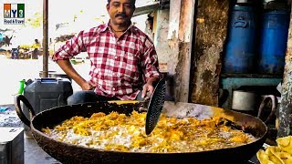 HOW TO MAKE CRISPY ONION FRITTERS | ONION PAKODA | HOW TO MAKE PYAZ PAKORA | street food