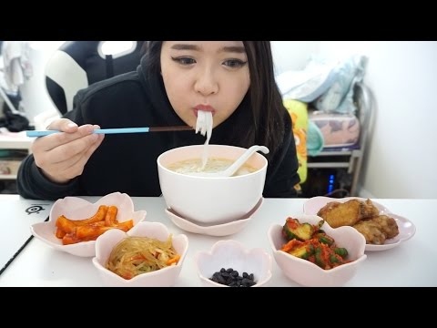 Korean Side Dishes, Fried Chicken + Noodle Soup Mukbang | Eat with Me