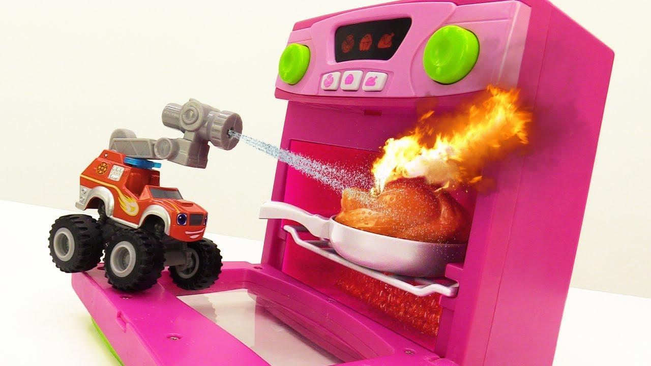 Вспыш и чудо машинки - Как курица Крушилы сгорела - YouTube