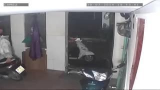 Trộm táo tợn vào nhà trọ trộm xe tay ga