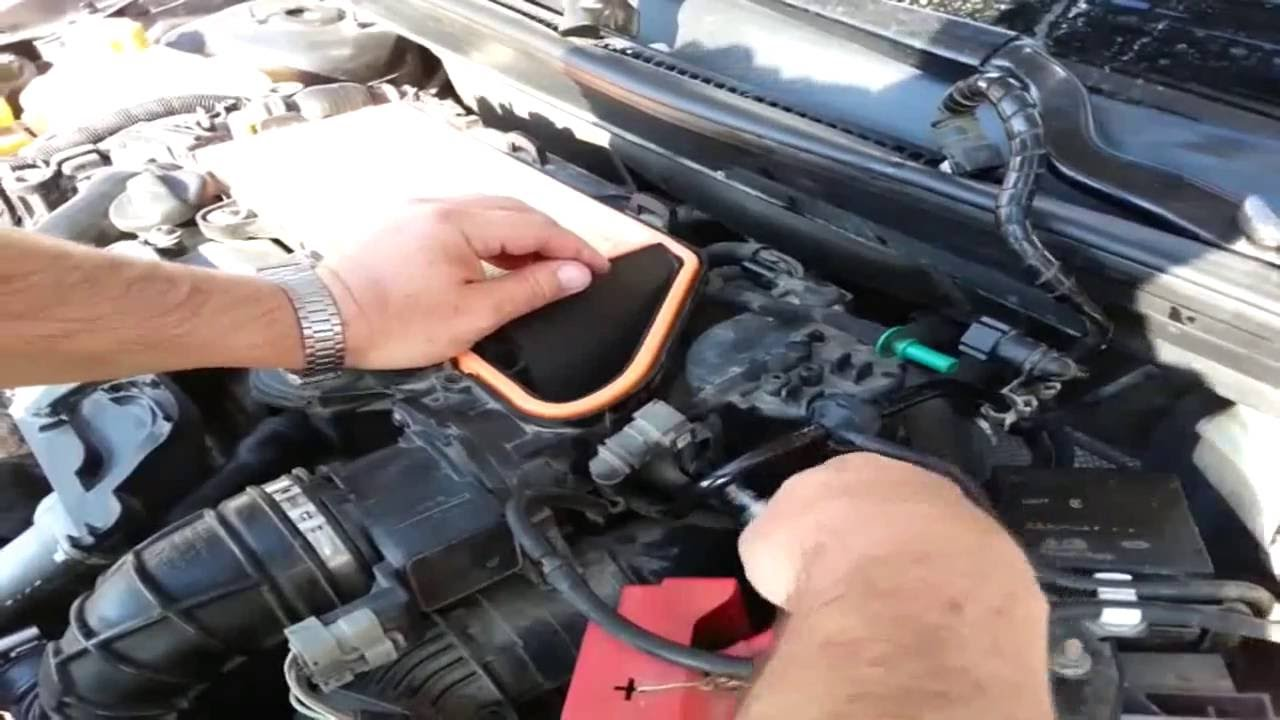 Ford Fiesta Mk6 1.4 TDCI - Changing Fuel Filter -Part-1, Removing the Old  Filter - YouTubeYouTube
