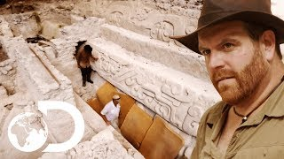 Josh Gates Finds Human Remains Beneath El Mirador! | Expedition Unkown